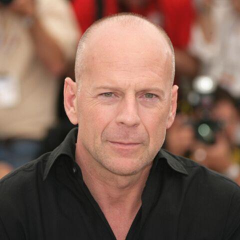 Bruce Willis arrose un paparazzi