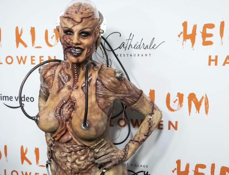 Mi-alien, mi-humaine bionique, la star était particulièrement effrayante !