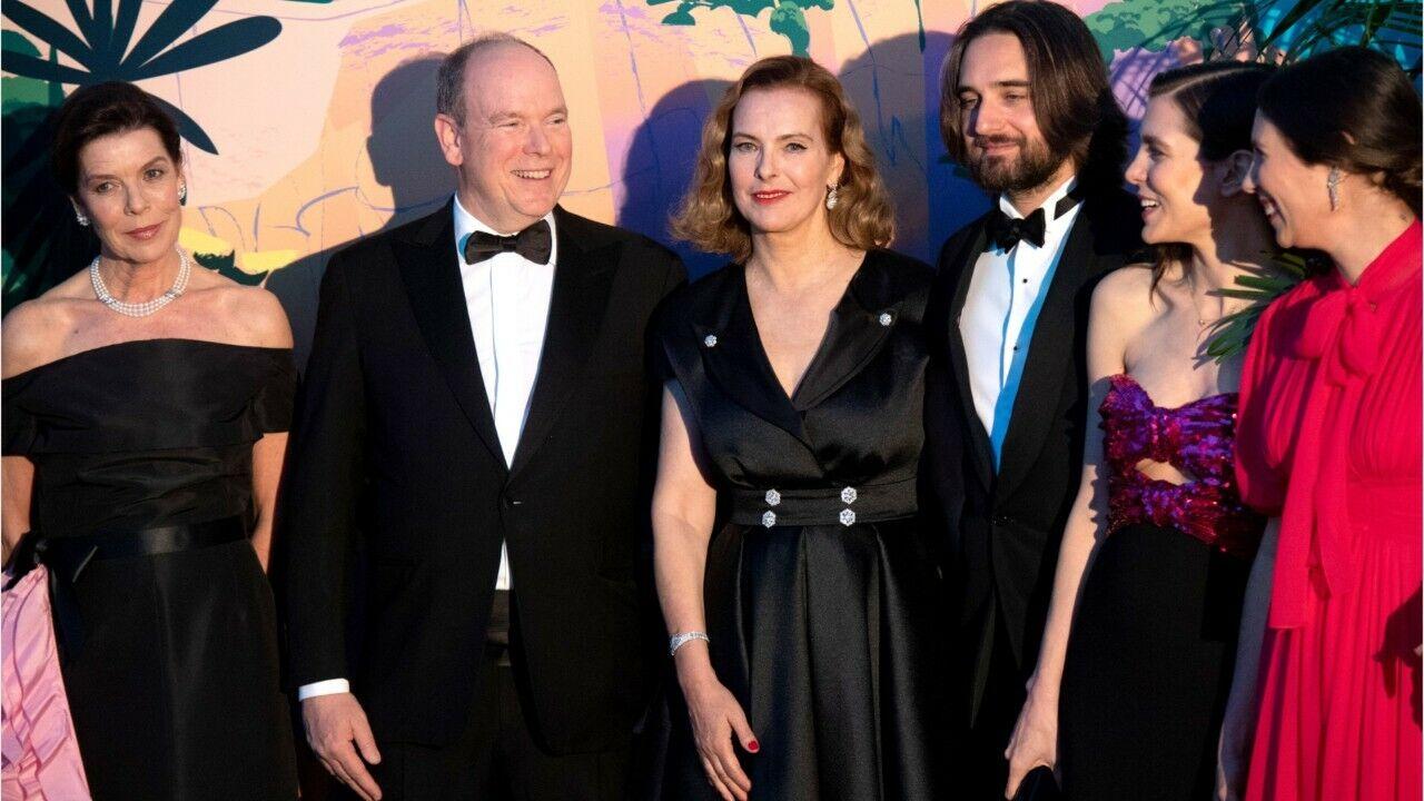 Mariage de Charlotte Casiraghi et Dimitri Rassam  ce clin d\u0027œil caché sur  leur portrait officiel , Gala