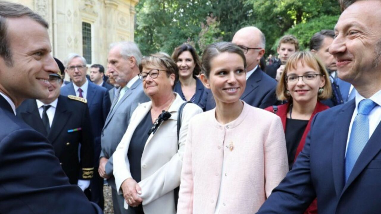Stéphane Bern (Secrets d histoire)   sa très cocasse première rencontre  avec Emmanuel Macron - Gala f81fb37e862