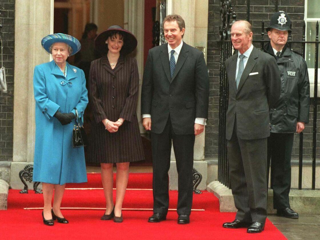 Tony Blair, sa femme Cherie au côtés d'Elizabeth II et du prince Philip pour les 50 ans de mariage du couple royal, le 17 novembre 1997