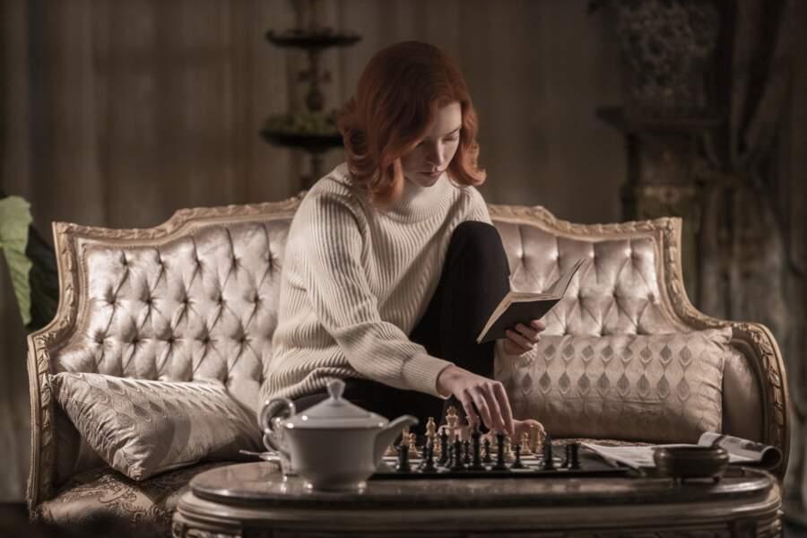 Anya Taylor-Joy rousse pour les besoins de son rôle de Beth dans Le jeu de la dame sur Netflix.