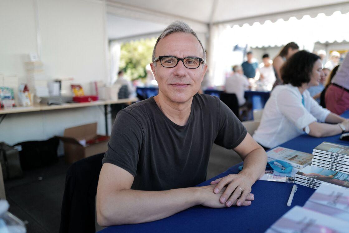 Philippe Besson au festival du livre de Nice dans le jardin Albert-1er le 2 juin 2019