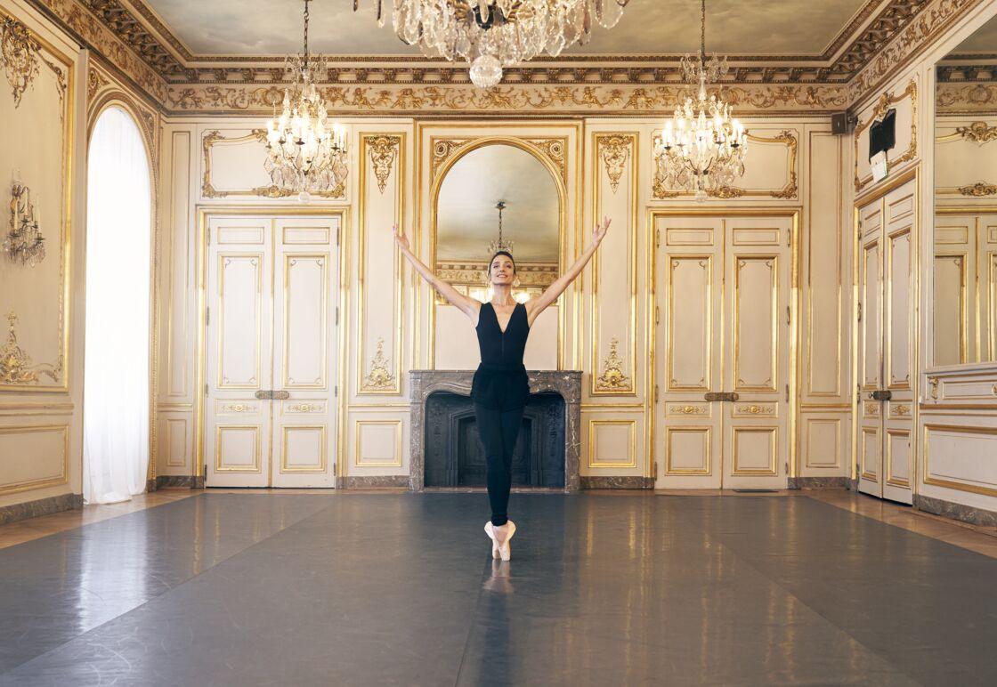 Privée de représentation avec le confinement, la danseuse étoile Dorothée Gilbert lance une masterclass pour permettre à toutes les fans de danse de continuer à pratiquer cette discipline.