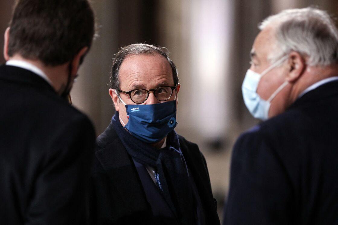 Francois Hollande et Gérard Larcher - Le président de la République, Emmanuel Macron préside la cérémonie de panthéonisation de Maurice Genevoix, le 11 novembre 2020, au Panthéon, Paris.