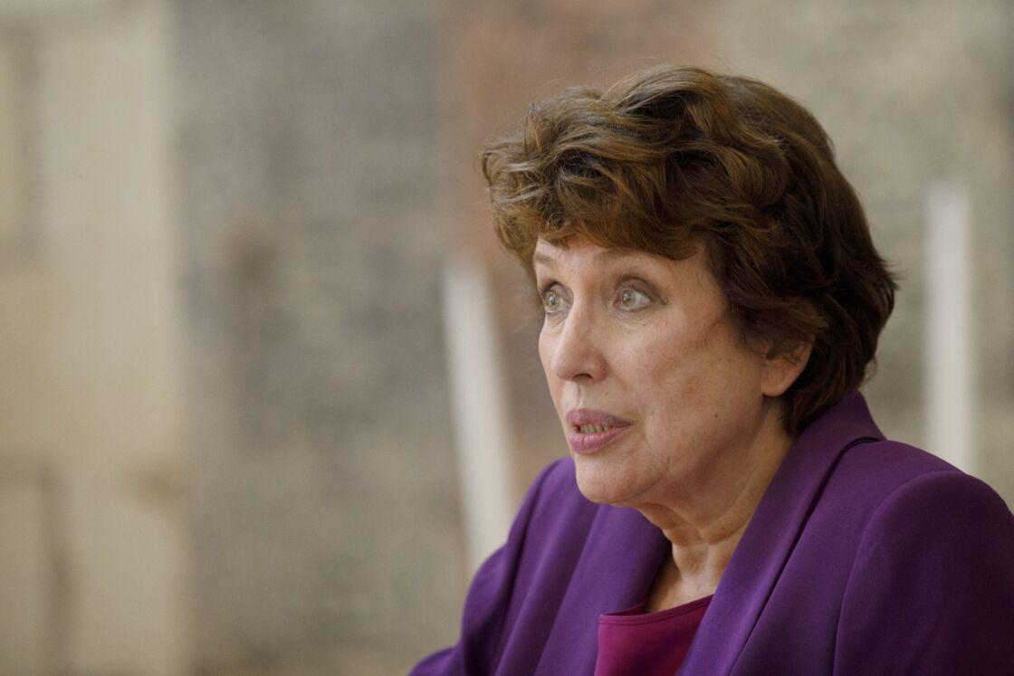 Bien que fragilisée, Roselyne Bachelot n'est pas prête à lâcher le gouvernement qui fait face à une importante crise sanitaire.