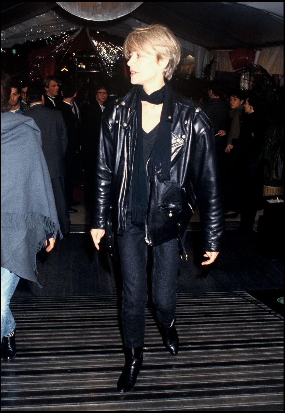 Le perfecto noir de Françoise Hardy dans les années 80's
