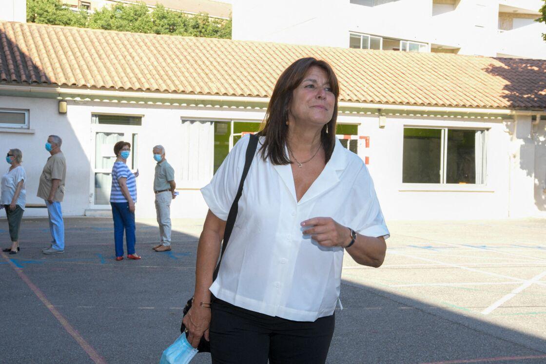 Michèle Rubirola au bureau de vote du groupe scolaire du Rouet à Marseille, le 28 juin 2020