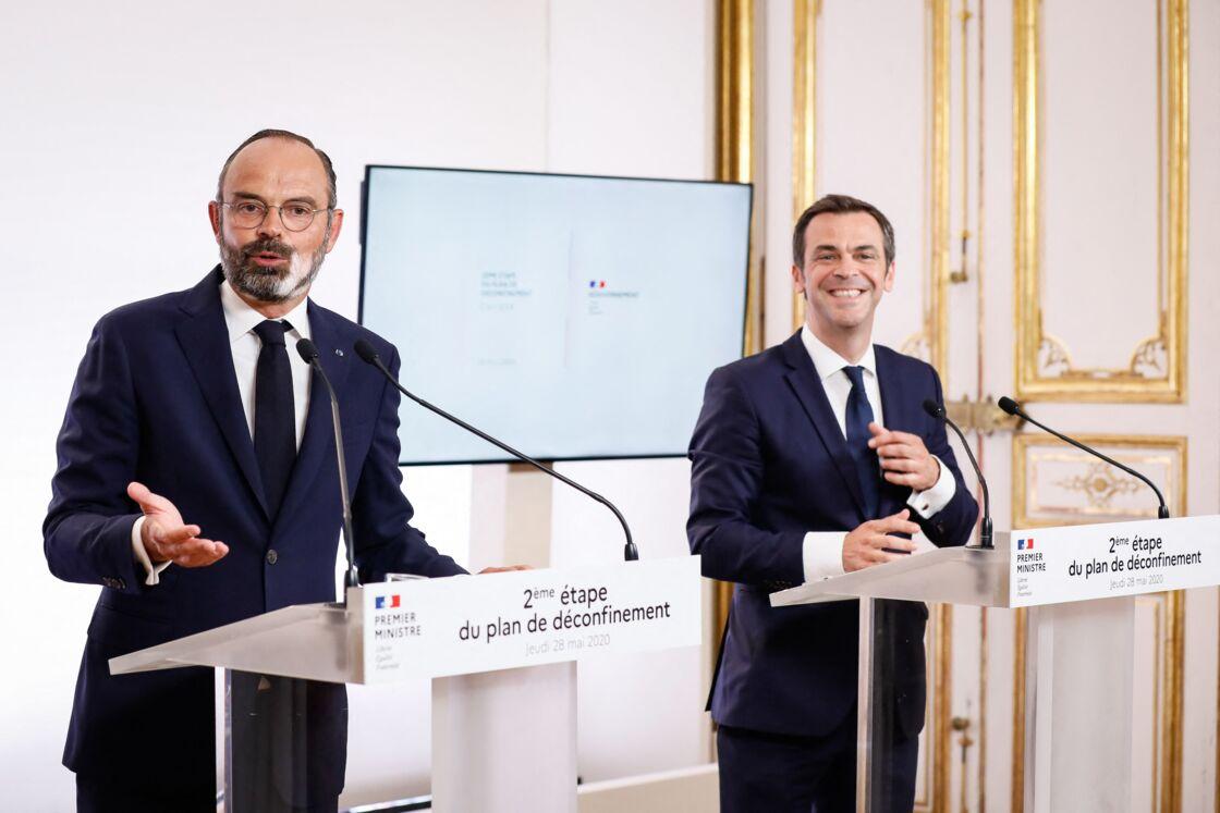 Edouard Philippe, Olivier Véran, ministre des solidarités et de la santé - Présentation de la phase 2 du plan de déconfinement à l'hôtel Matignon pendant l'épidémie de coronavirus (COVID-19) le 28 mai 2020.