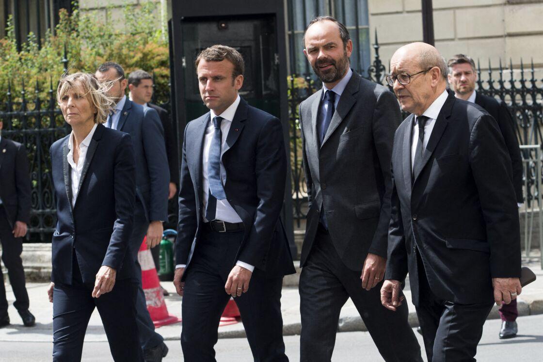 Marielle de Sarnez, Emmanuel Macron, Édouard Philippe et Jean-Yves Le Drian près de l'ambassade de Grande-Bretagne, en mai 2017
