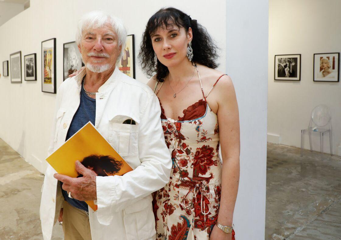 Hugues Aufray, radieux, au côté de sa jeune compagne Muriel.