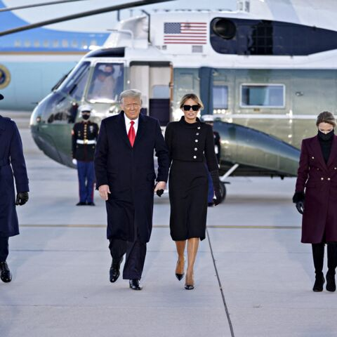 PHOTOS – Donald et Melania Trump quittent Washington : « tenue de deuil » pour la First lady