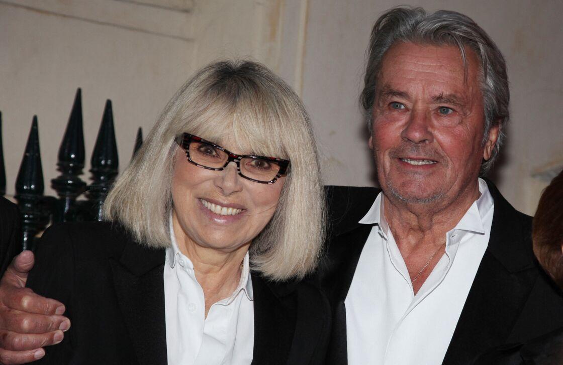 Alain Delon et Mireille Darc se sont aimés pendant quinze ans. À la disparition de l'actrice en 2017, l'acteur confiera même qu'elle était