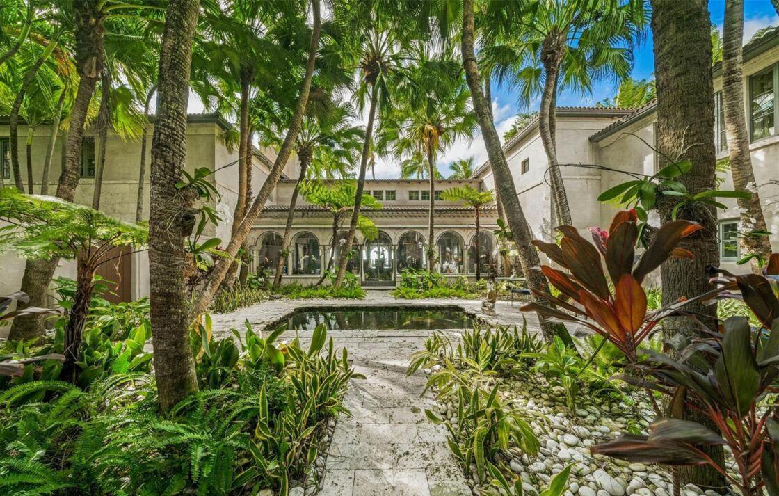 La très luxueuse bâtisse a été rénovée par ses différents locataires et propriétaires.