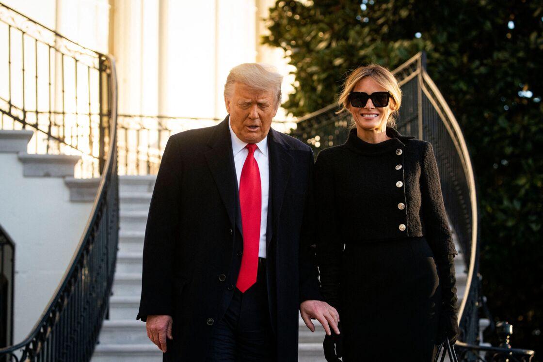 Donald et Melania Trump, très souriante au moment de quitter la Maison Blanche, le 20 janvier 2021