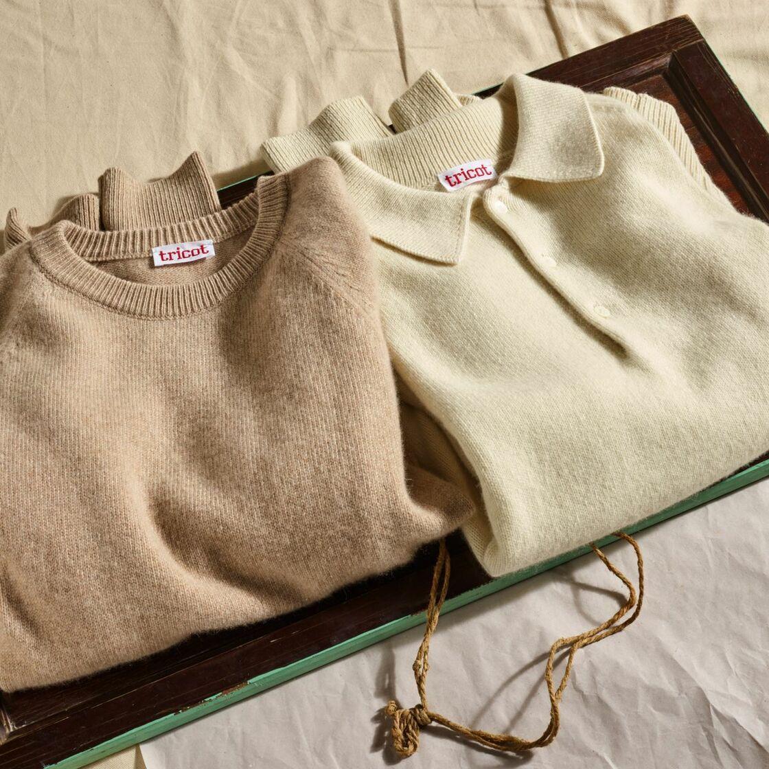 Personnalisables et fabriqués dans du cachemire recyclés, les pull et polo à manches raglan sont devenus des intemporels de l'hiver. A partir de 149 €