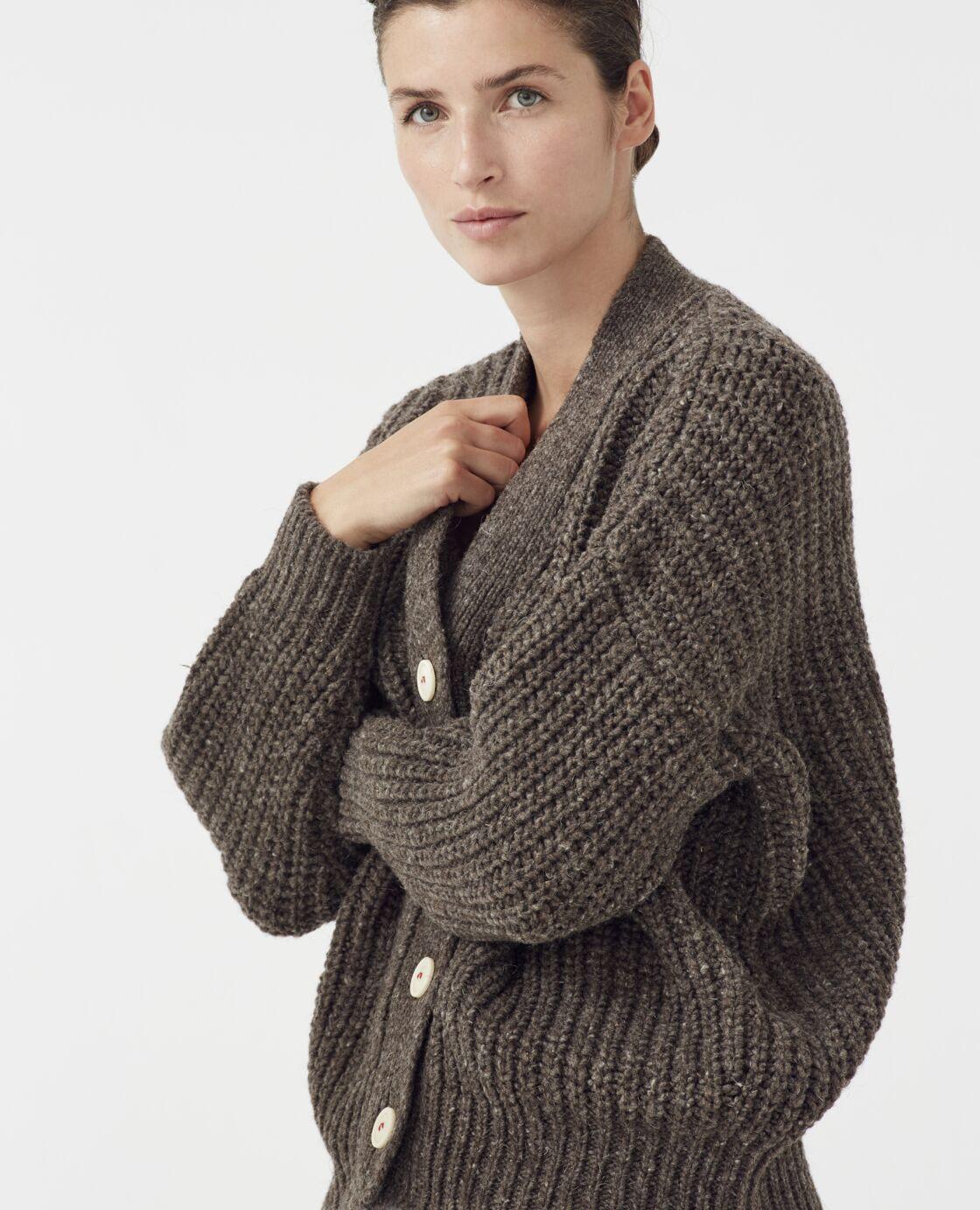 Le cardigan n°19 en fibres naturelles, best-seller de la marque Babaà, 230 €