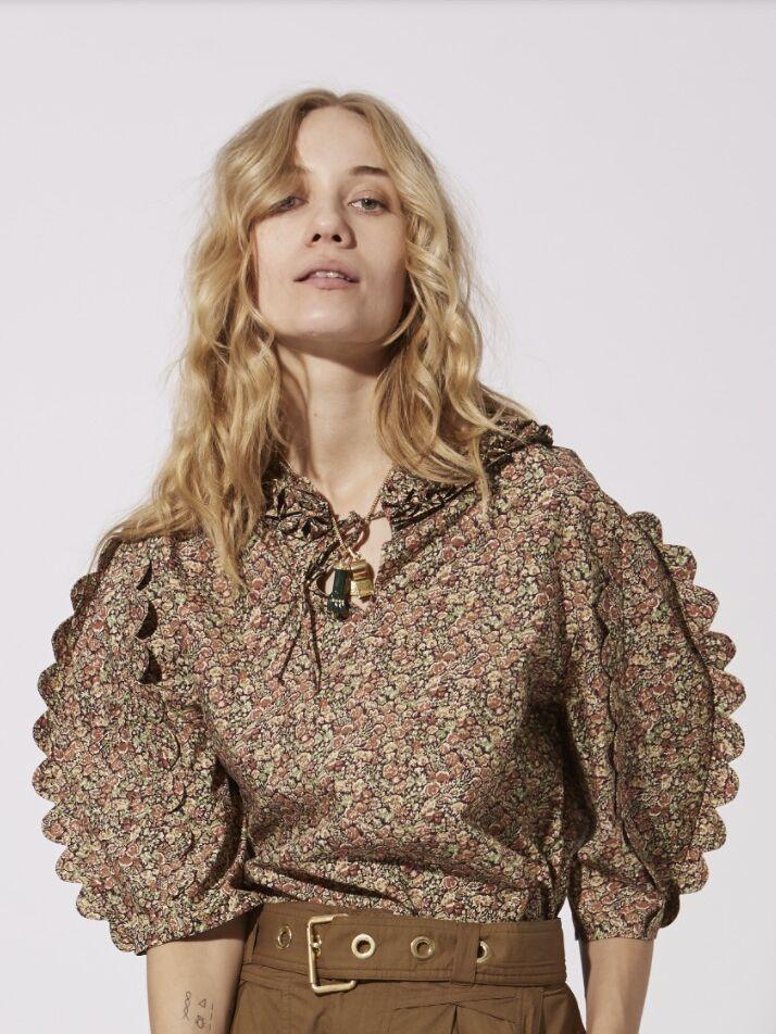 Les manches ballons s'invitent sur toutes les tenues comme cette blouse en coton, Laurence Bras, 230 €