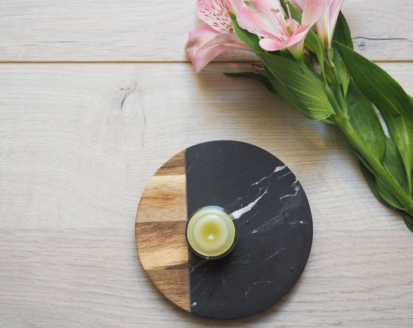 Afin d'être aussi dans une démarche zéro déchet, ce baume à lèvres est conservé dans un pot en verre réutilisable