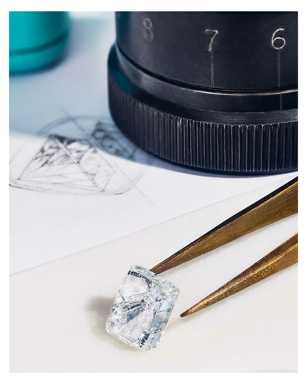 Les magasins Tiffany & Co élaborent un Guide du Diamant pour mieux comprendre l'univers du diamant.