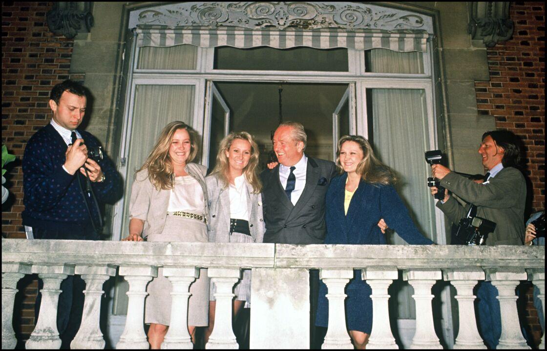 Jean-Marie Le Pen, entouré de ses trois filles Marine, Marie-Caroline et Yann, pour fêter son score au premier tour de l'élection présidentielle de 1988.