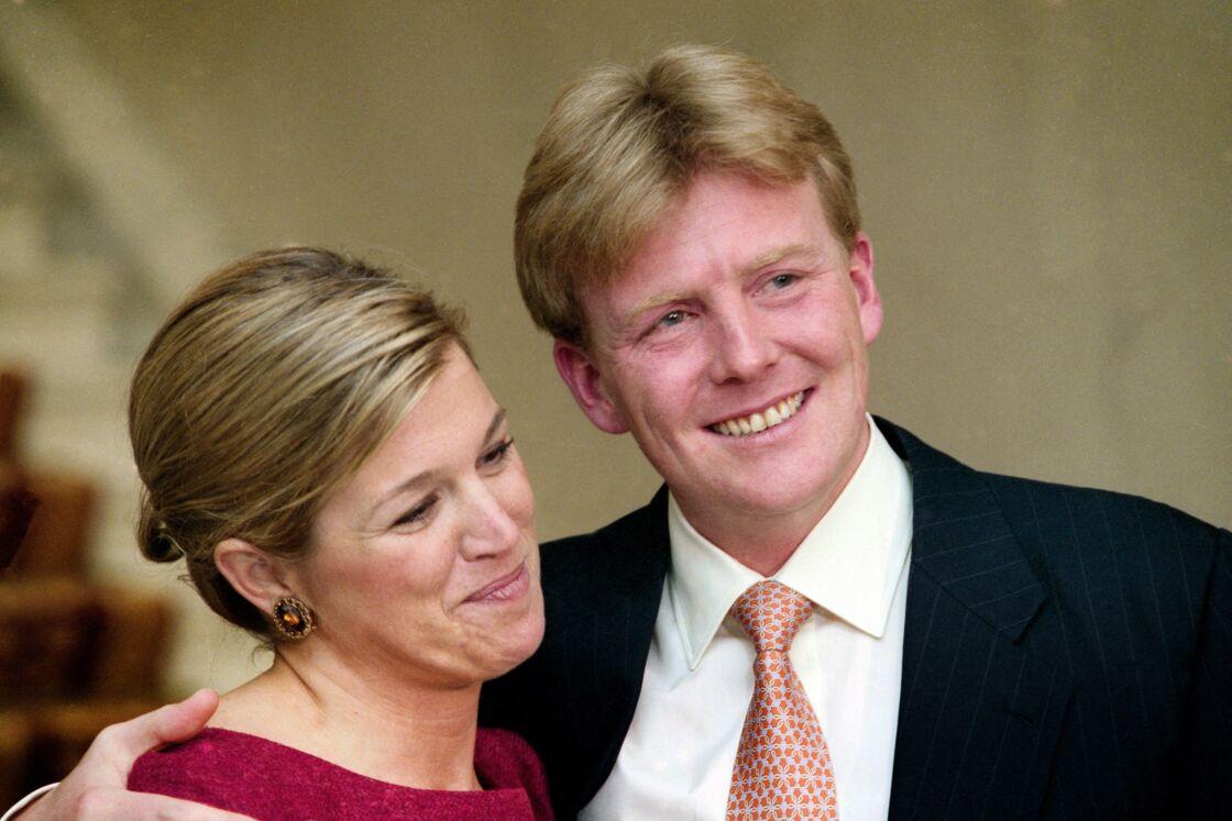 Máxima Zorreguieta et le prince Willem-Alexander, alors héritier au trône des Pays, Bas, à l'annonce de leurs fiançailles, le 30 mai 2001, au palais Noordeinde à La Haye.