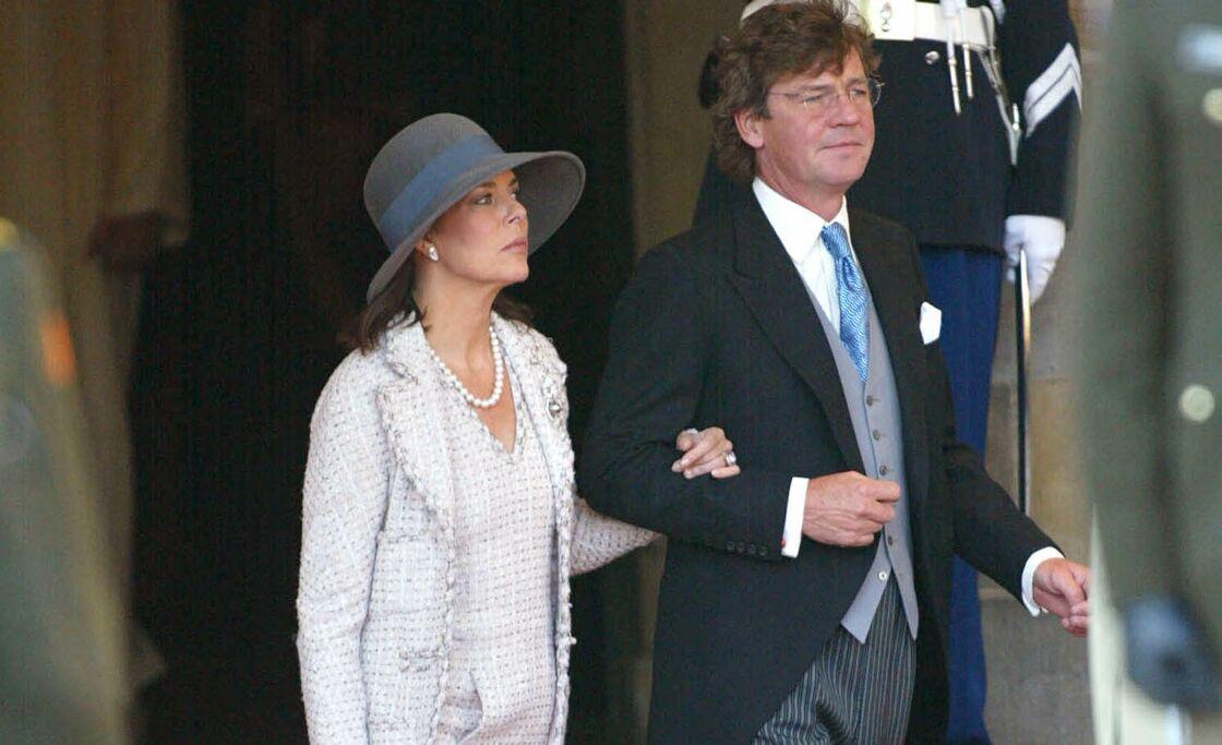 Le 2 février 2002, le mariage de Maxima et Willem-Alexander des Pays-Bas a accueilli de nombreux invités prestigieux, dont Caroline de Monaco, ici accompagnée de son mari Ernst-August de Hanovre.