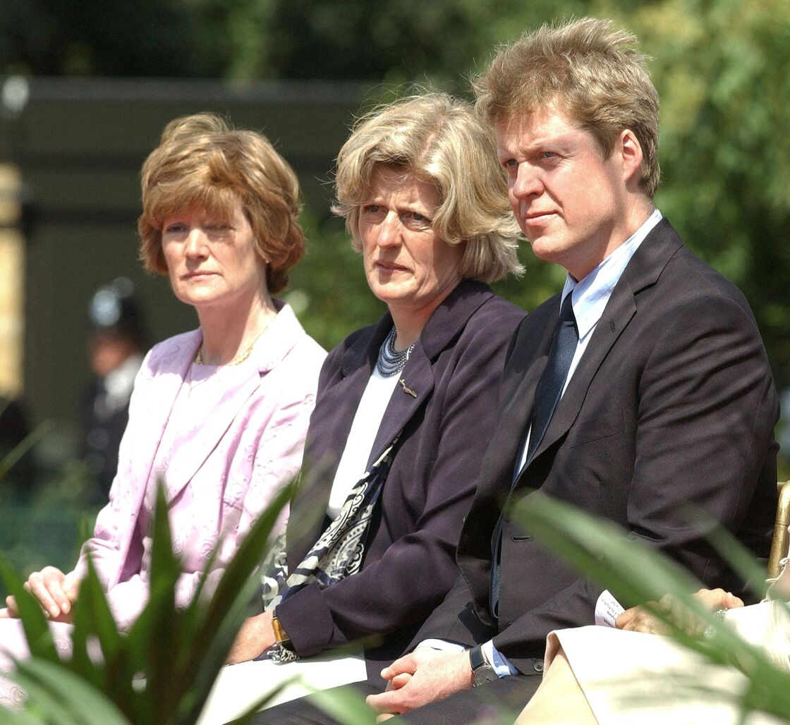 Lady Sarah McCorquodale, la baronne Jane Fellowes et le comte Charles Spencer le 6 juillet 2004 au Hyde Park de Londres