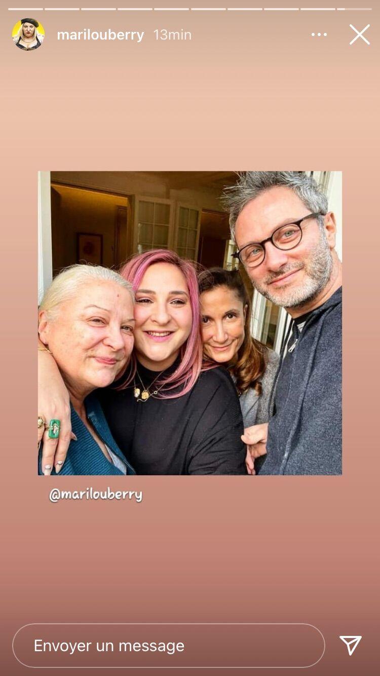 Dans une story du 3 février 2021, Marilou Berry s'affiche avec sa mère, Josiane Balasko, mais aussi sa cousine, Coline, qui accuse son père, Richard Berry, d'inceste.
