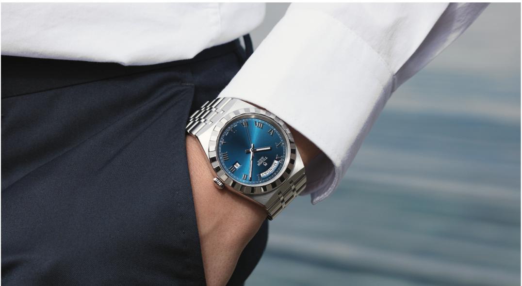 Montre sertie de diamants avec bracelet en acier, 2610€, Tudor Royal