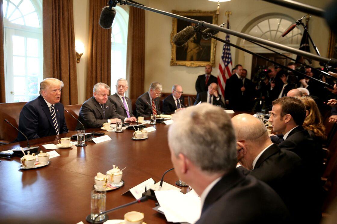 Bruno Le Maire avec Emmanuel Macron face à Donald Trump lors d'une réunion à la Maison Blanche, à Washington, le 24 avril 2018