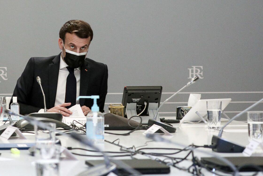 Au fur et à mesure de son quinquennat, Emmanuel Macron a pris ses distances avec ses ministres. Il sait qu'à la fin de son mandat, lui seul sera jugé et devra rendre des comptes.