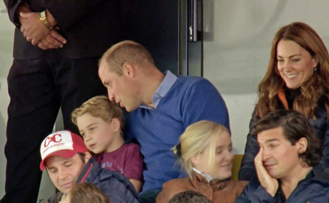 Passionné de football, le prince William en a assez des abus en ligne contre les joueurs.