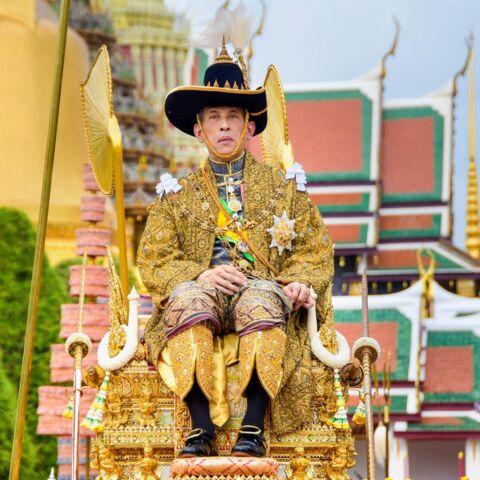 Le roi de Thaïlande défié: cette banderole provocatrice dans les rues de Bangkok
