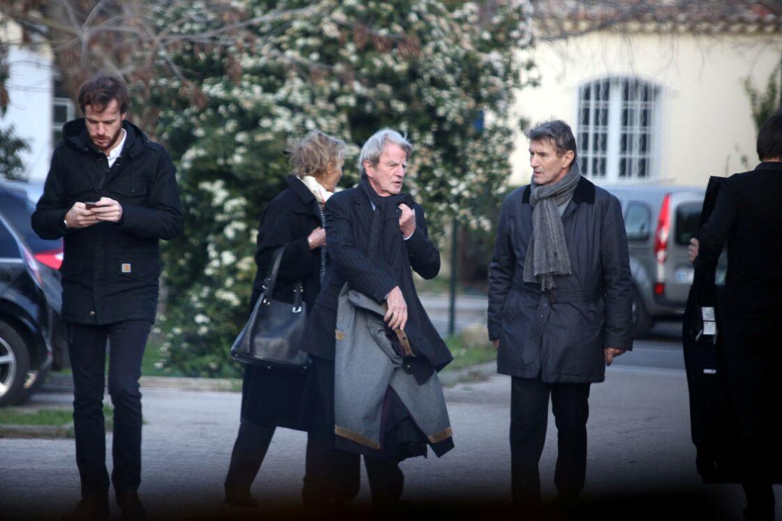 Alexandre Kouchner, sa mère Christine Ockrent, son père Bernard Kouchner et son oncle Jean Kouchner aux obsèques de Evelyne Pisier, à Sanary-sur-Mer le 14 février 2017