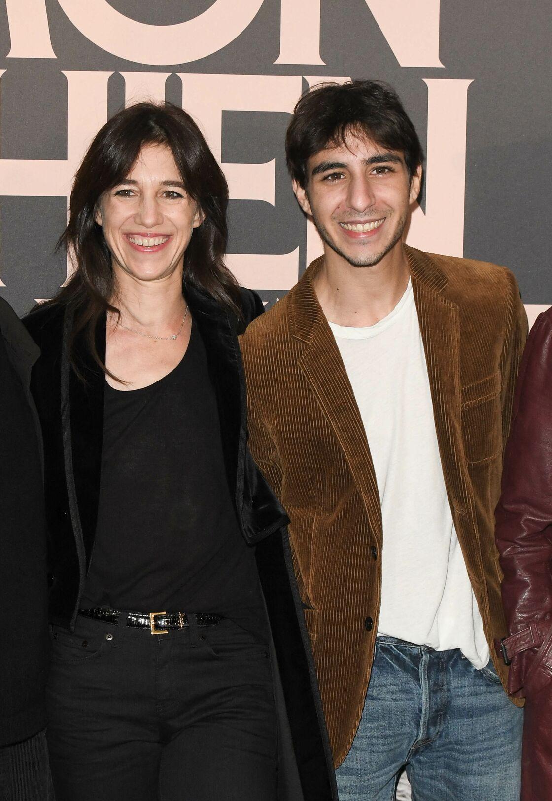 Ben Attal sa mère Charlotte Gainsbourg - Avant-première du film