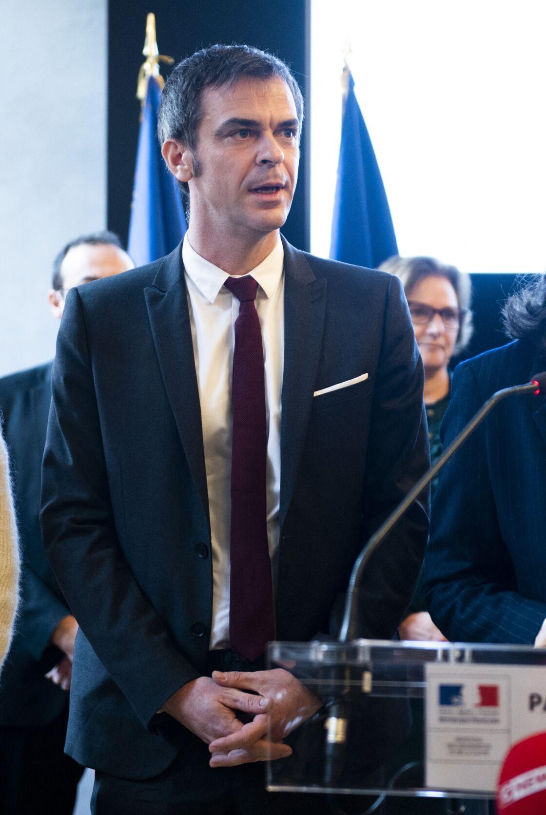 À son arrivée au ministère de la Santé, Olivier Véran, aidé par sa communicante Ségolène Redon, a subi un relooking express.