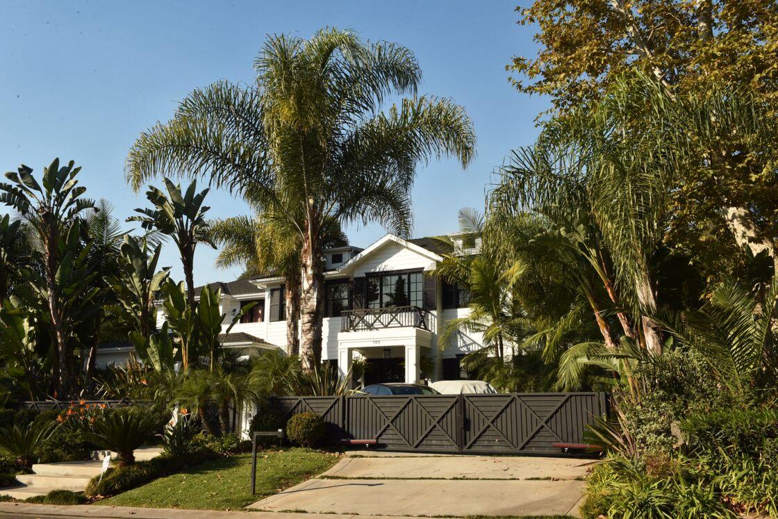 Voici à quoi ressemble la maison de Laeticia et Johnny Hallyday, située dans le quartier huppé de Pacific Palisades, à Los Angeles.