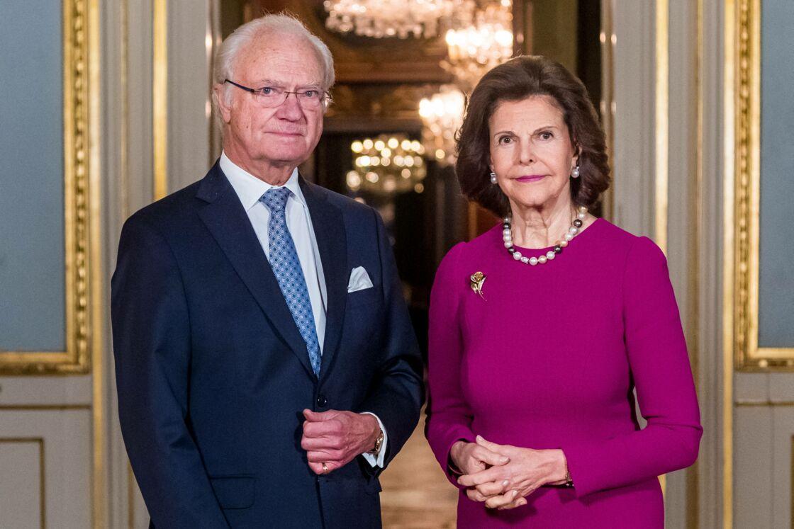 Le roi Carl Gustaf de Suède et son épouse la reine Silvia de Suède au palais royal à Stockholm le 3 décembre 2020