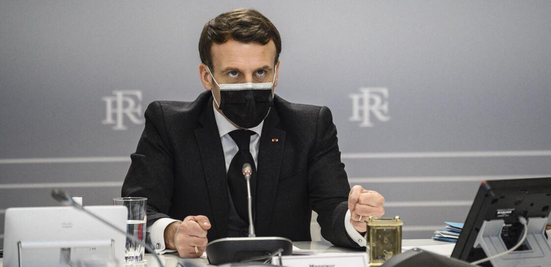 Le président de la République Emmanuel Macron lors d'une visioconférence pour l'Act-A à l'Elysée à Paris, le 12 février 2021.