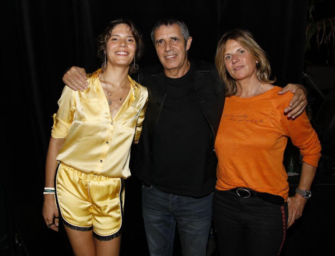 Vanille Clerc en concert devant ses parents Julien Clerc et Virginie Coupérie-Eiffel pour la sortie de son premier album