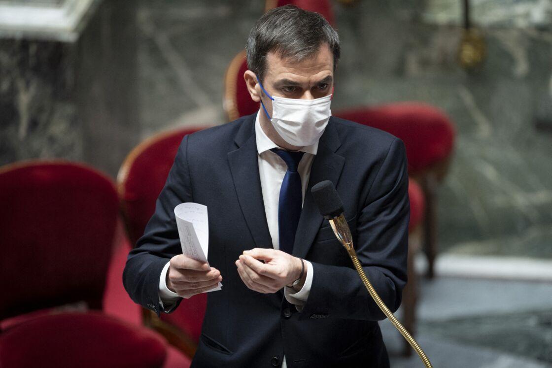 Olivier Veran - ministre des Solidarites et de la Sante - Séance de questions au gouvernement à l'Assemblée nationale à Paris, le 2 février 2021