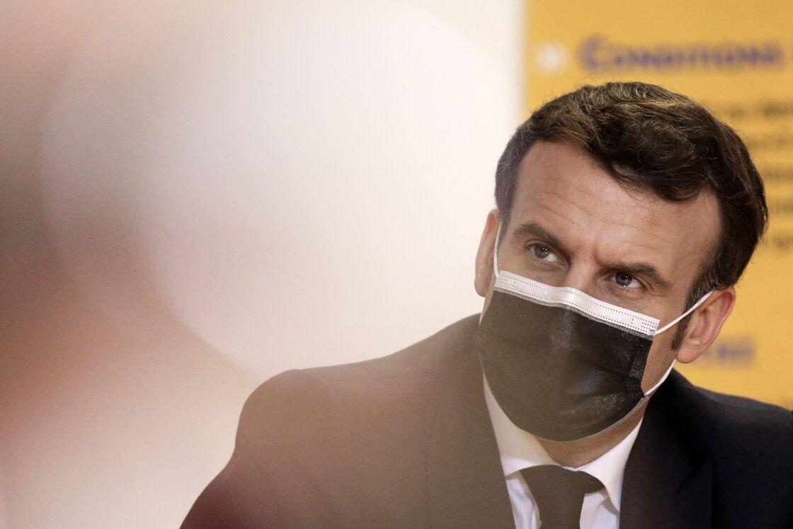 Agacé par le pessimisme des scientifiques, Emmanuel Macron a décidé de prendre ses distances et d'adopter une nouvelle ligne de conduite.