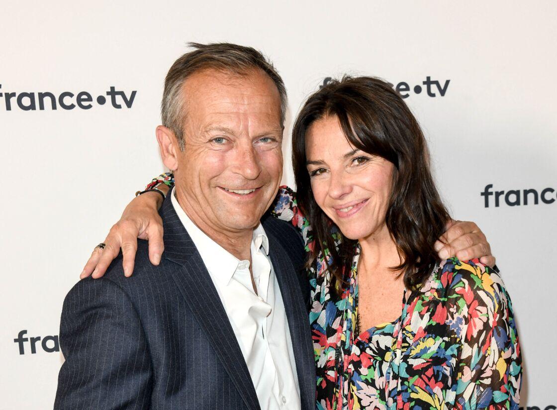 Laurent Bignolas et Sophie Le Saint au photocall de la conférence de presse de France 2 au théâtre Marigny à Paris le 18 juin 2019