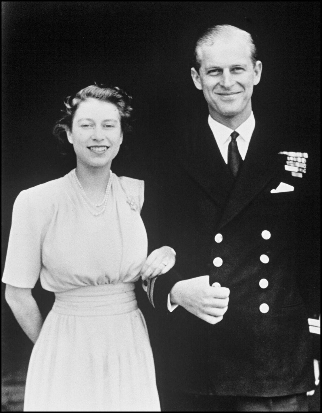 Philip et Elizabeth lors de leurs fiançailles en 1947.
