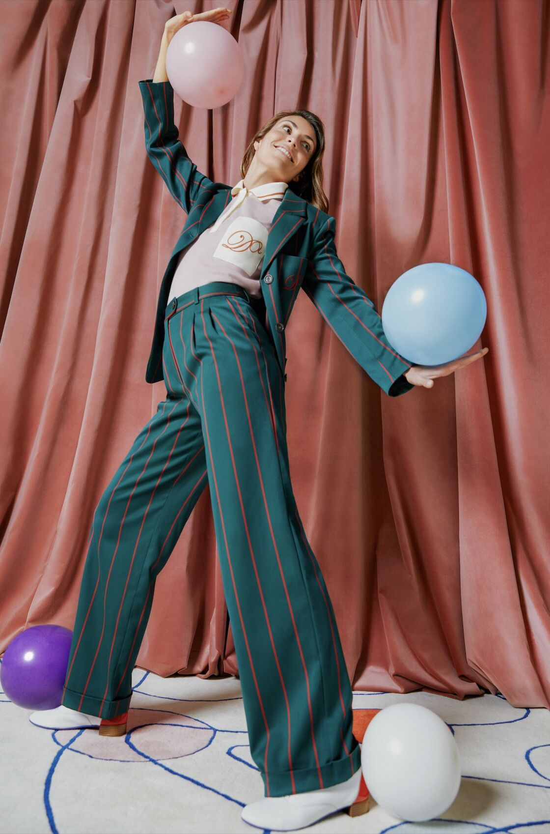 Le costume rayé pour femme revu et corrigé par Diane Ducasse pour Monoprix.