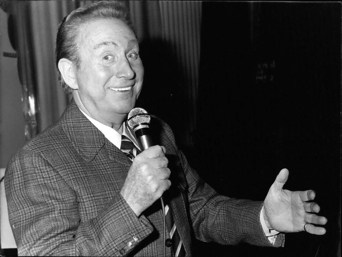 Charles Trenet en prestation à l'Olympia, le 5 avril 1975
