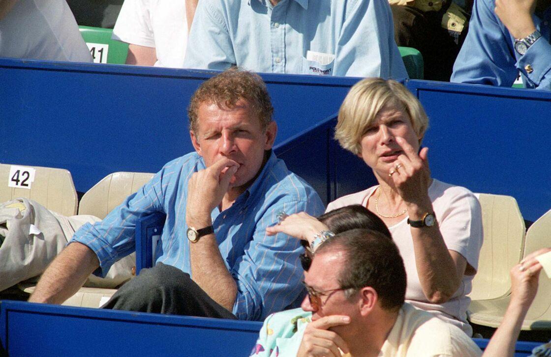 Patrick Poivre d'Arvor avec sa femme Véronique en 1999.