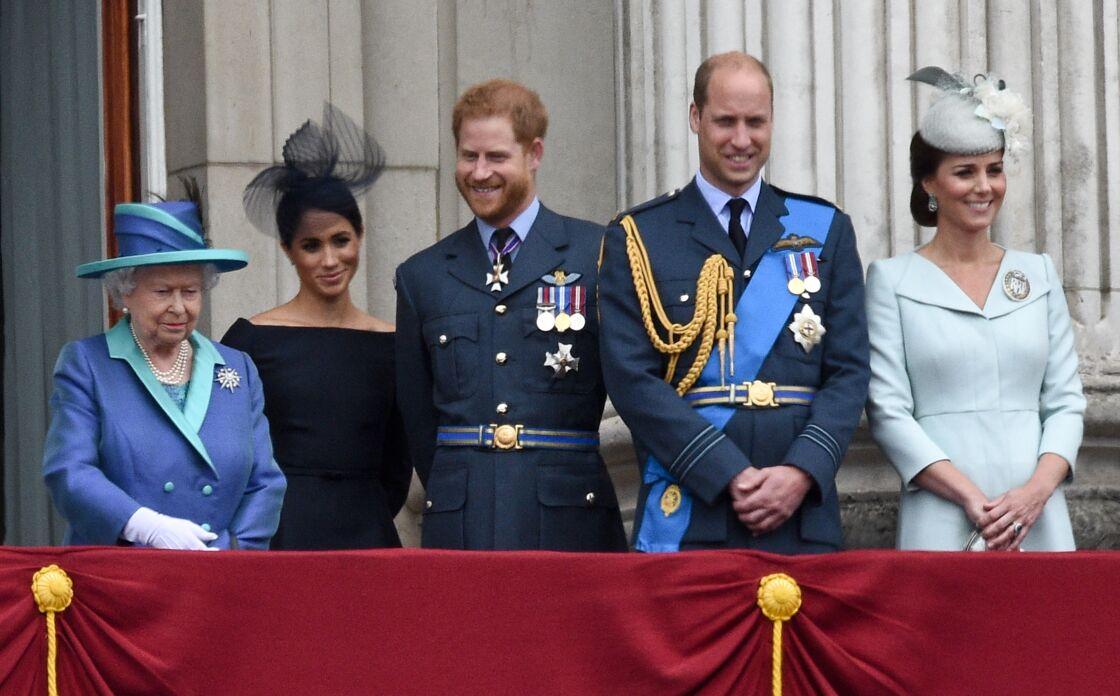 Sa Majesté Elizabeth II, Meghan Markle, le prince Harry, le prince William et Kate Middleton au balcon du palais de Buckingham le 10 juillet 2018