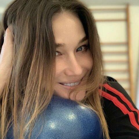 Carla Bruni Sarkozy, radieuse, dévoile le secret de sa forme… en attendant la réouverture des salles de sport